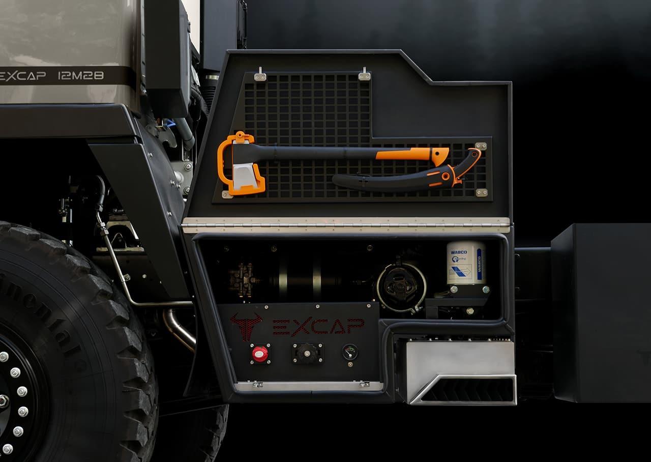 technikbox-mit-abgasanlage3